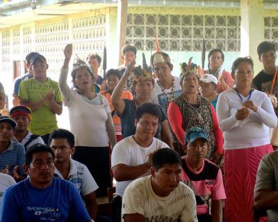 Mujeres declarando sus demandas para la justicia y soluciones