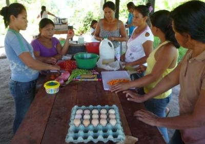 shipibo mothers preparing breakfast